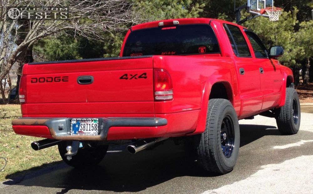 "2002 Dodge Dakota Aggressive > 1"" outside fender on 16x8 -6 offset Pro Comp Series 97 and 265/75 Black Lion Voracio H/T on Leveling Kit - Custom Offsets Gallery"