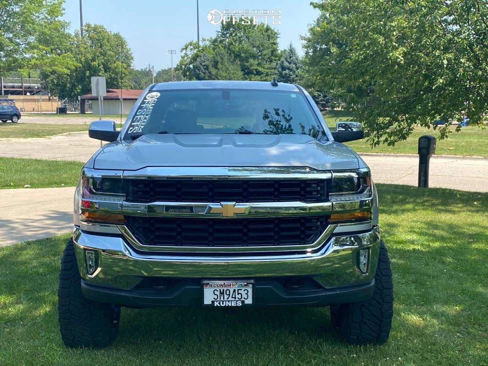 "2017 Chevrolet Silverado 1500 Aggressive > 1"" outside fender on 22x12 -51 offset ARKON OFF-ROAD Alexander & 33""x12.5"" Nitto Ridge Grappler on Suspension Lift 6"" - Custom Offsets Gallery"