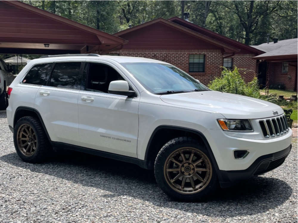 """2016 Jeep Grand Cherokee Aggressive > 1"""" outside fender on 20x9 1 offset Fuel Torque & 265/50 Nitto Ridge Grappler on Stock Suspension - Custom Offsets Gallery"""