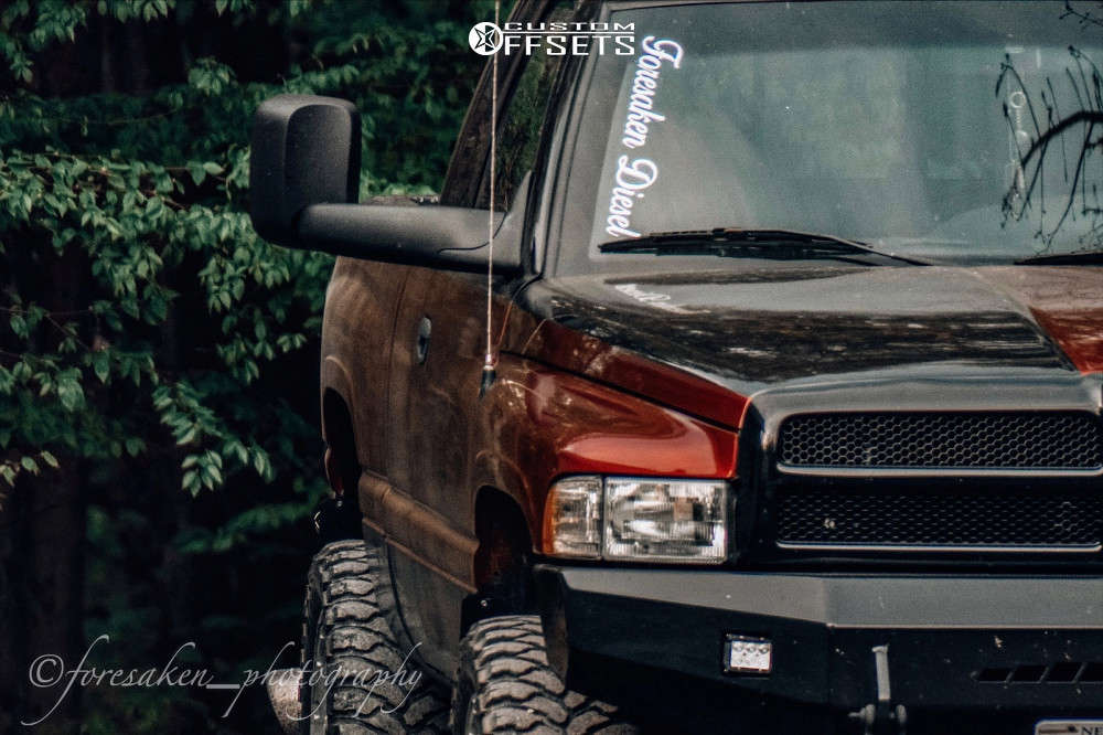 """2001 Dodge Ram 2500 Aggressive > 1"""" outside fender on 20x6 -12 offset Moto Metal Mo959 & 35""""x12.5"""" Ginell Gn3000 on Suspension Lift 2.5"""" - Custom Offsets Gallery"""