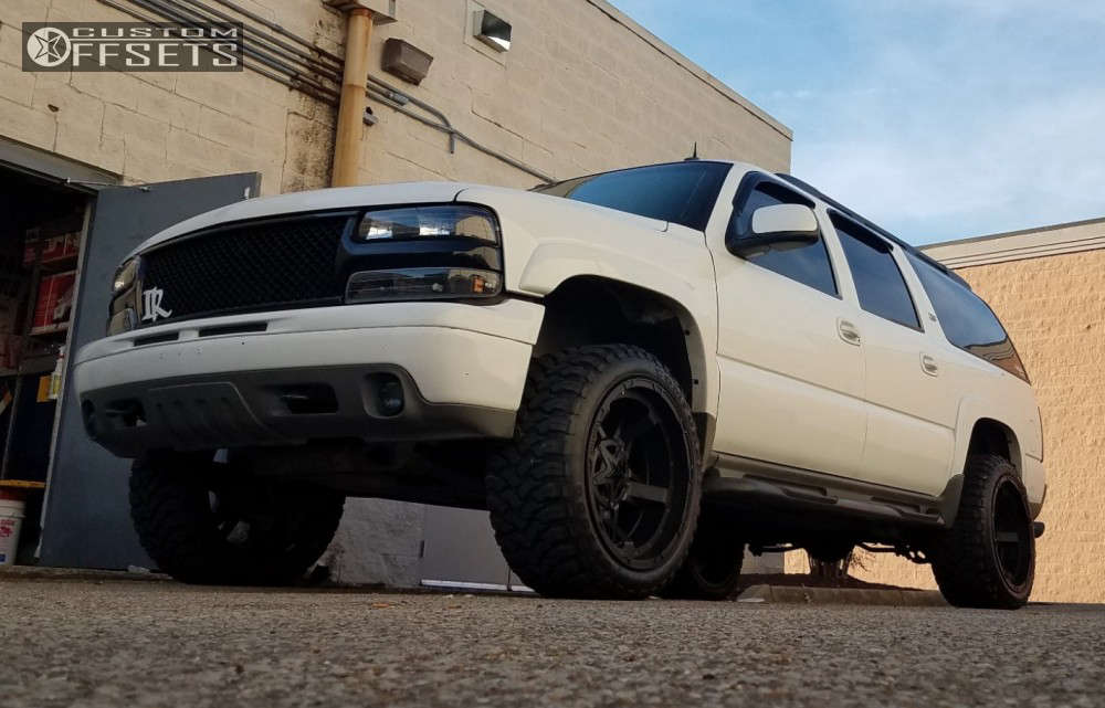 """2004 Chevrolet Suburban Aggressive > 1"""" outside fender on 22x12 -44 offset Xd Rockstar and 33""""x12.5"""" Comforser Cf3000 on Suspension Lift 3"""" - Custom Offsets Gallery"""