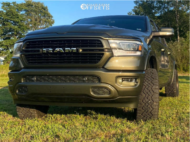 """2020 Ram 1500 Aggressive > 1"""" outside fender on 20x10.5 -18 offset Fuel Tech & 33""""x12.5"""" Goodyear Wrangler Duratrac on Leveling Kit - Custom Offsets Gallery"""