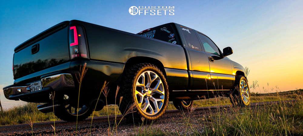"2001 Chevrolet Silverado 1500 Aggressive > 1"" outside fender on 22x10 31 offset Strada Replicas Gm Snowflake Replica & 33""x12.5"" Comforser Cf3000 on Level 2"" Drop Rear - Custom Offsets Gallery"