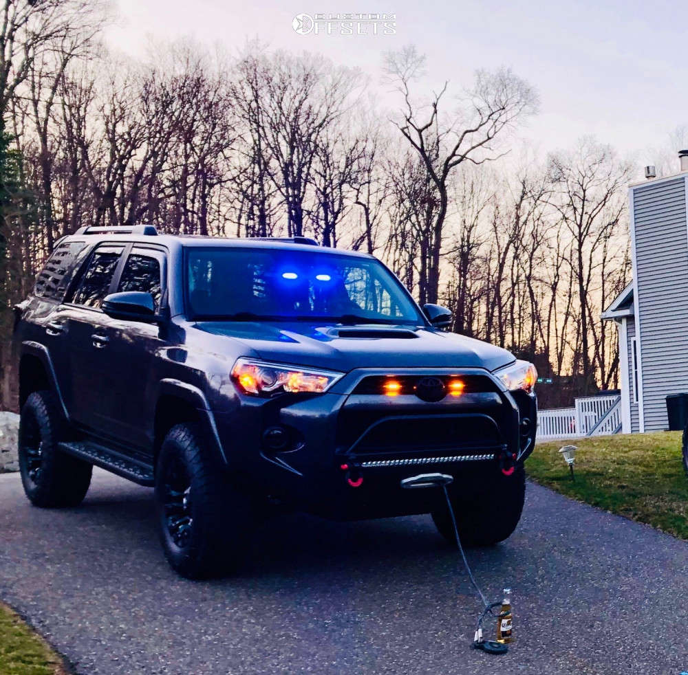 """2015 Toyota 4Runner Aggressive > 1"""" outside fender on 17x10 12 offset Fuel Warrior & 33""""x12.5"""" Fuel Gripper At on Suspension Lift 3"""" - Custom Offsets Gallery"""