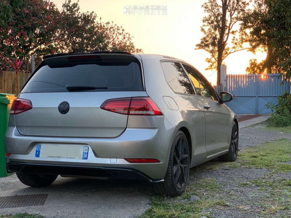 2017 Volkswagen Golf Nearly Flush on 18x7.5 51 offset SEAT FR. 370 & 225/40 Hankook Ventus V12 Evo 2 on Lowering Springs - Custom Offsets Gallery