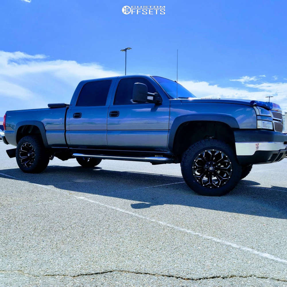 """2007 Chevrolet Silverado 2500 HD Classic Aggressive > 1"""" outside fender on 20x10 -19 offset Fuel Assault D576 & 33""""x12.5"""" Nitto Ridge Grapplers on Leveling Kit - Custom Offsets Gallery"""