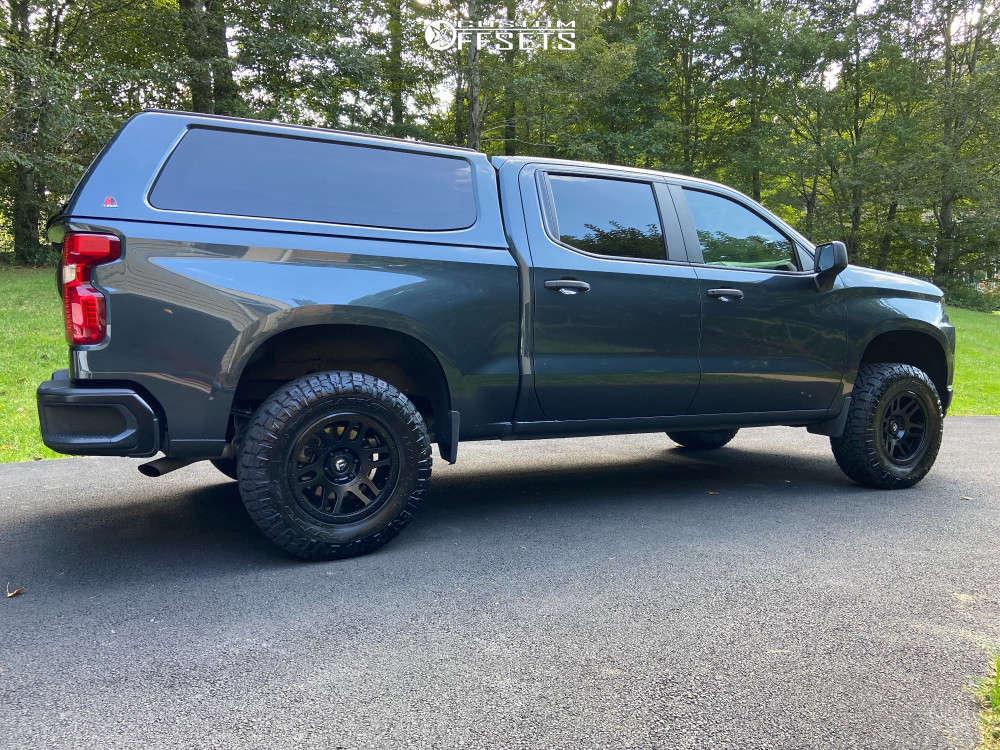 2019 Chevrolet Silverado 1500 Slightly Aggressive on 18x9 1 offset Fuel Recoil & 285/70 Nitto Ridge Grappler on Leveling Kit - Custom Offsets Gallery