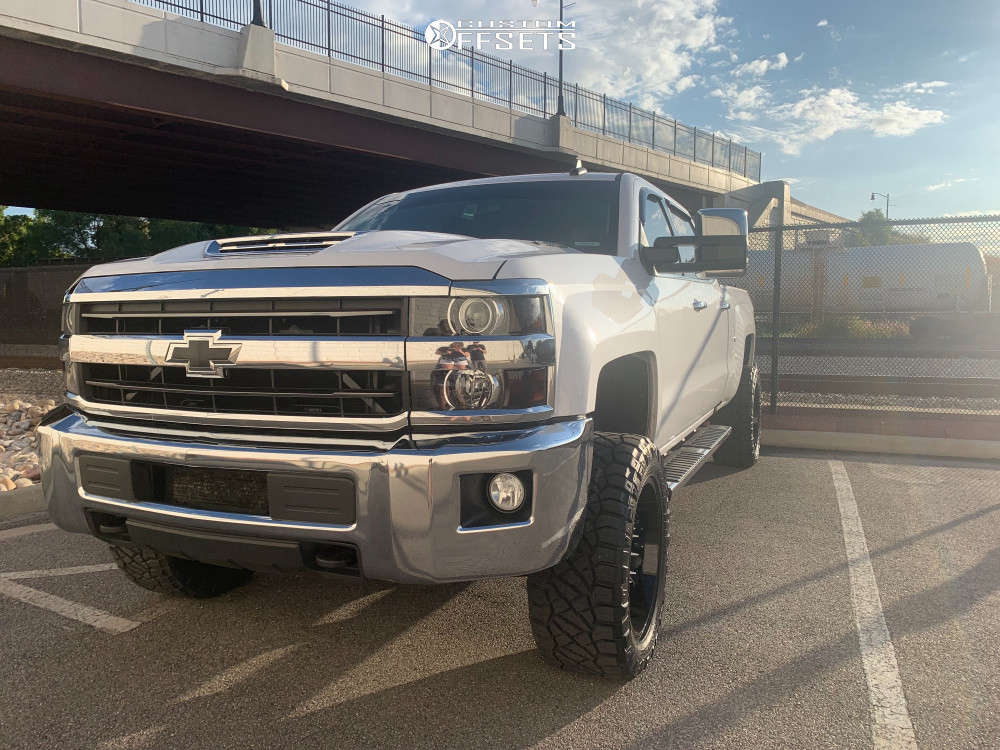 """2018 Chevrolet Silverado 2500 HD Aggressive > 1"""" outside fender on 20x10 -25 offset ARKON OFF-ROAD Lincoln & 33""""x12.5"""" Nitto Ridge Grappler on Leveling Kit - Custom Offsets Gallery"""