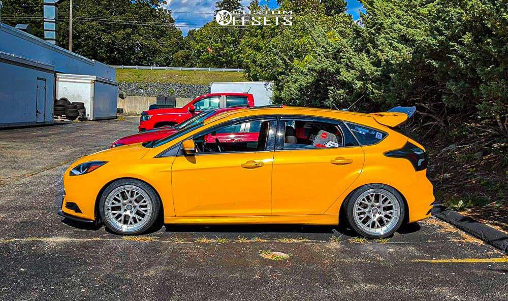 2013 Ford Focus Nearly Flush on 18x9.5 22 offset ESR Cs11 & 225/40 Milestar Ms932 Sport on Lowering Springs - Custom Offsets Gallery