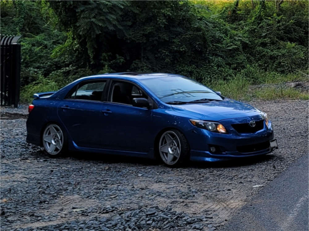 2009 Toyota Corolla Poke on 18x9.5 35 offset 3SDM 0.05 & 215/40 Toyo Tires Proxes Sport A/s on Coilovers - Custom Offsets Gallery