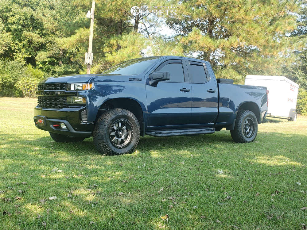 """2019 Chevrolet Silverado 1500 Aggressive > 1"""" outside fender on 18x9 0 offset Fuel Trophy & 285/70 Nitto Ridge Grappler on Stock - Custom Offsets Gallery"""