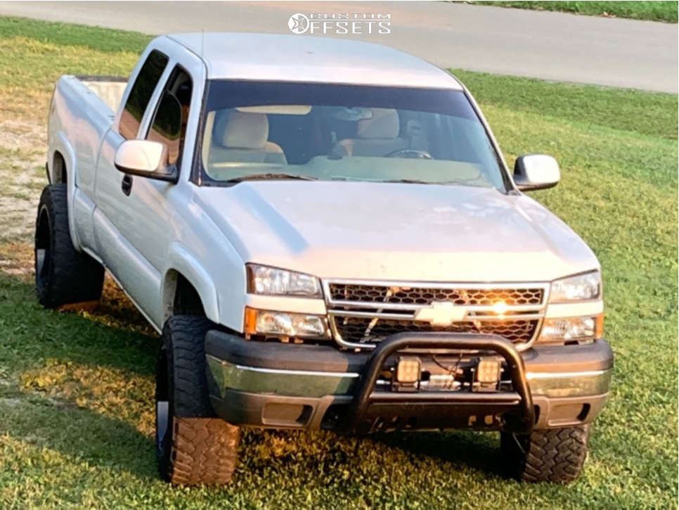 """2005 Chevrolet Silverado 1500 Aggressive > 1"""" outside fender on 20x12 -44 offset Gear Off-Road 726 & 33""""x12.5"""" Nitto Trail Grappler on Leveling Kit - Custom Offsets Gallery"""
