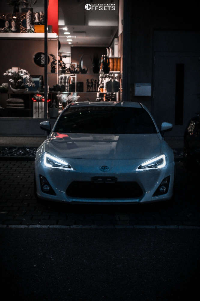 2014 Toyota 86 Nearly Flush on 18x9 35 offset Veemann VC 540 & 235/35 Michelin Pilot Primacy on Lowering Springs - Custom Offsets Gallery