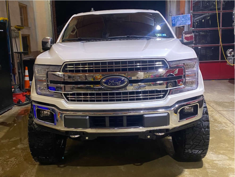 """2019 Ford F-150 Aggressive > 1"""" outside fender on 20x10 -18 offset Moto Metal Mo992 & 37""""x12.5"""" Dick Cepek Fun Country on Suspension Lift 6"""" - Custom Offsets Gallery"""