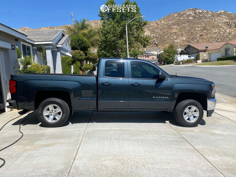 """2018 Chevrolet Silverado 1500 Aggressive > 1"""" outside fender on 20x10 -18 offset Fuel Runner & 275/55 Toyo Open Country R/t on Leveling Kit - Custom Offsets Gallery"""