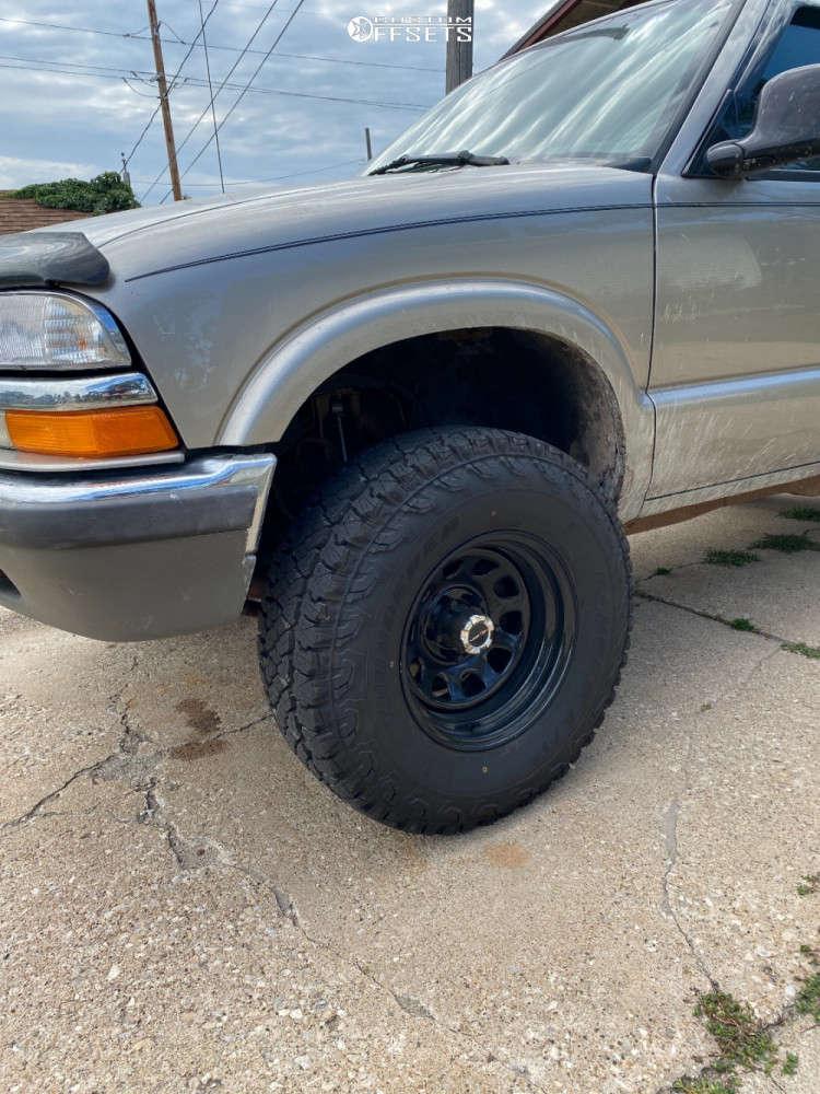 """1998 Chevrolet Blazer Aggressive > 1"""" outside fender on 15x10.5 -19 offset Vision Soft 8 & 31""""x10.5"""" Thunderer Ranger A/t on Suspension Lift 2.5"""" - Custom Offsets Gallery"""
