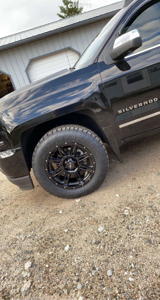 """2016 Chevrolet Silverado 1500 Aggressive > 1"""" outside fender on 20x9 0 offset Helo He900 & 33""""x10.5"""" Toyo Open Country A/t Iii on Stock Suspension - Custom Offsets Gallery"""