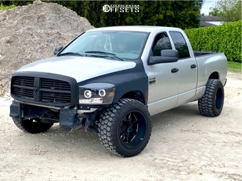 """2007 Dodge Ram 2500 Super Aggressive 3""""-5"""" on 20x12 -44 offset Moto Metal Mo962 & 33""""x12.5"""" Ironman All Country Mt on Leveling Kit - Custom Offsets Gallery"""