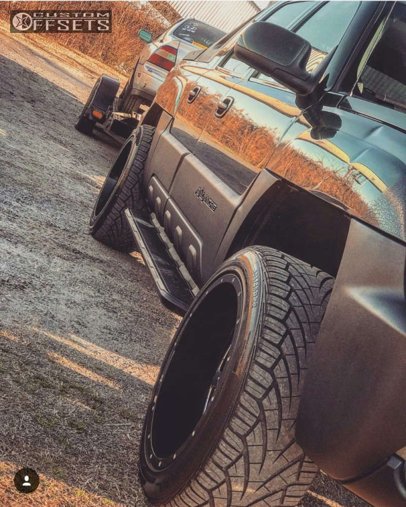 """2002 Chevrolet Avalanche Aggressive > 1"""" outside fender on 22x12 -44 offset Gear Off-Road Big Block & 305/45 General Grabber AT2 on Leveling Kit - Custom Offsets Gallery"""