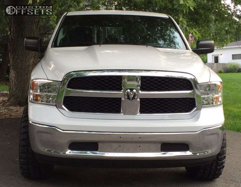 """2013 Ram 1500 Aggressive > 1"""" outside fender on 20x10 -24 offset Moto Metal MO970 and 33""""x12.5"""" Federal Couragia MT on Leveling Kit - Custom Offsets Gallery"""