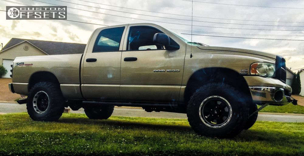"""2004 Dodge Ram 1500 Aggressive > 1"""" outside fender on 17x9 0 offset Pro Comp Series 89 and 35""""x12.5"""" Federal Couragia MT on Leveling Kit - Custom Offsets Gallery"""