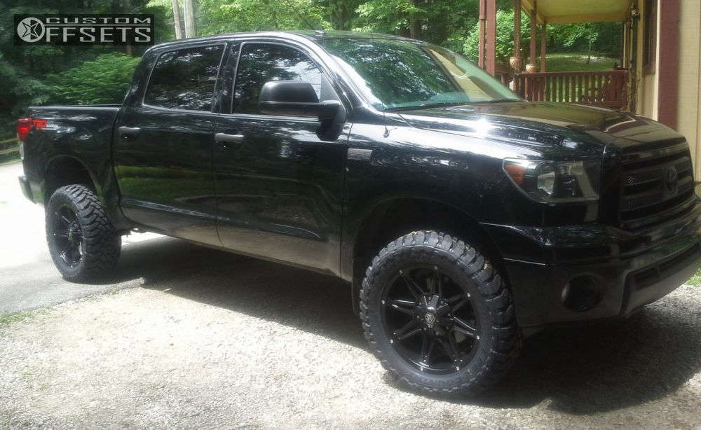 """2013 Toyota Tundra Aggressive > 1"""" outside fender on 20x9 18 offset Mayhem Rampage and 33""""x12.5"""" Toyo Tires Open Country M/T on Leveling Kit - Custom Offsets Gallery"""