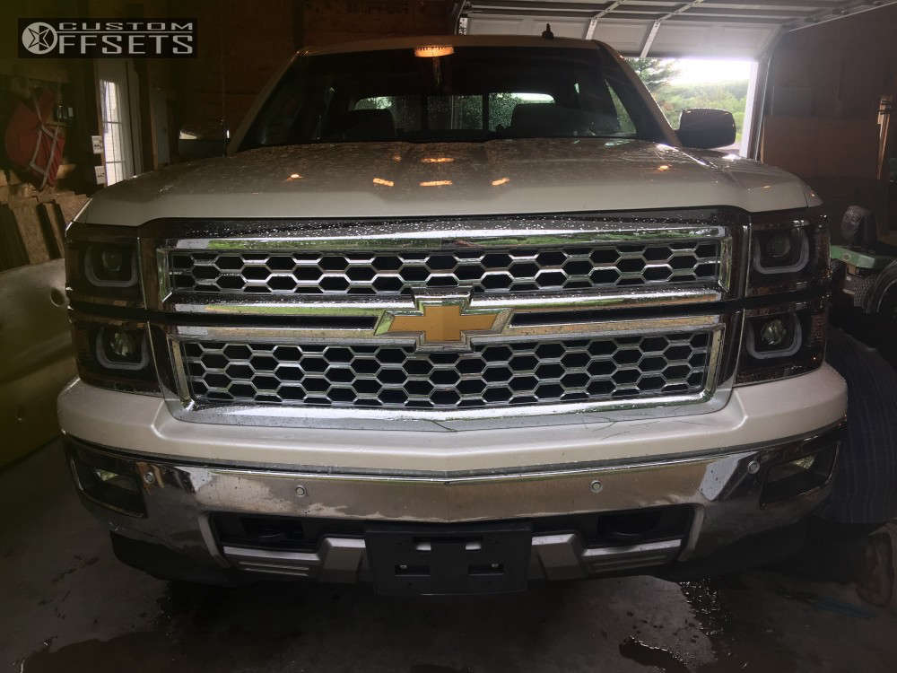 """2014 Chevrolet Silverado 1500 Aggressive > 1"""" outside fender on 20x10 -19 offset Hostile Sprocket and 33""""x12.5"""" Toyo Tires Open Country R/T on Leveling Kit - Custom Offsets Gallery"""