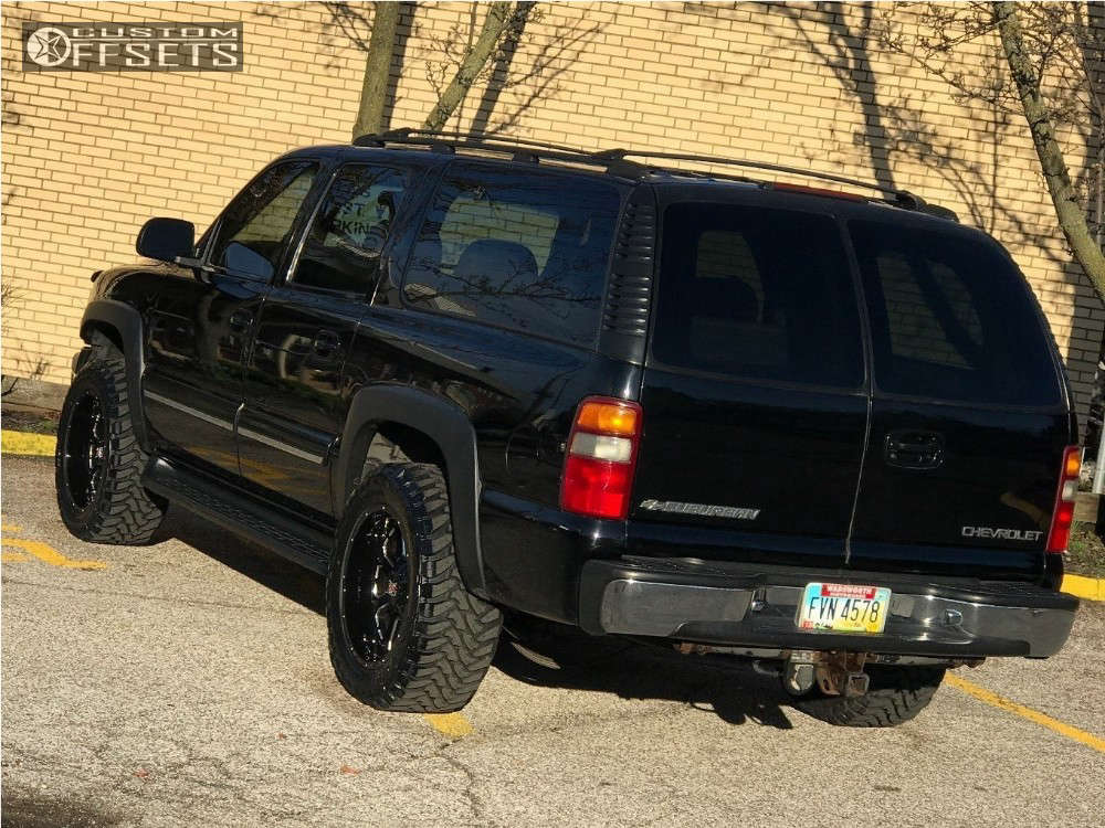 """2001 Chevrolet Suburban Aggressive > 1"""" outside fender on 20x10 -24 offset XD Buck and 33""""x12.5"""" Toyo Tires Open Country M/T on Leveling Kit - Custom Offsets Gallery"""