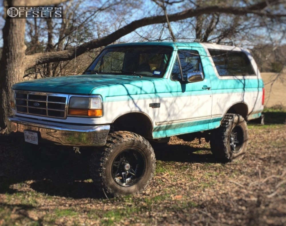 """1995 Ford Bronco Flush on 18x9 18 offset Moto Metal Mo961 and 35""""x12.5"""" Federal Couragia Mt on Suspension Lift 6"""" - Custom Offsets Gallery"""