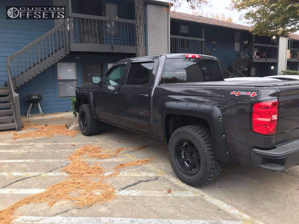 """2016 Chevrolet Silverado 1500 Aggressive > 1"""" outside fender on 18x10 -24 offset Moto Metal Mo961 & 33""""x12.5"""" Toyo Tires Open Country R/T on Leveling Kit - Custom Offsets Gallery"""