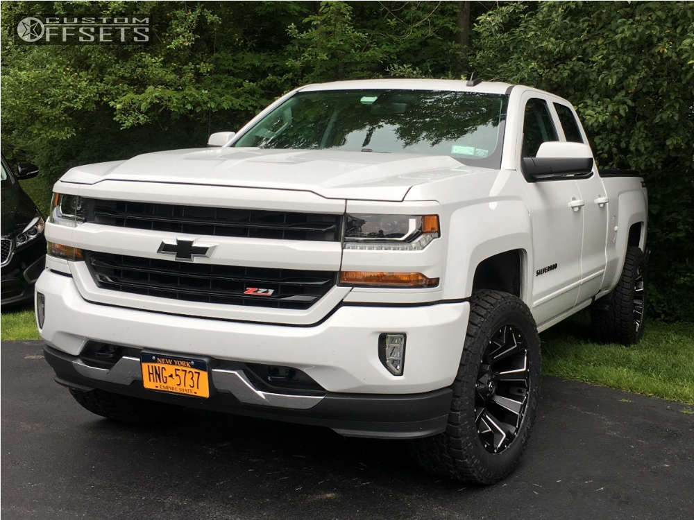"""2016 Chevrolet Silverado 1500 Aggressive > 1"""" outside fender on 20x10 -18 offset Fuel Assault and 305/55 Toyo Tires Open Country A/t Ii on Leveling Kit - Custom Offsets Gallery"""