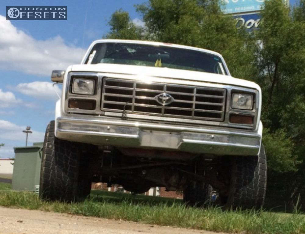 """1986 Ford F-250 Aggressive > 1"""" outside fender on 20x12 -44 offset Moto Metal MO962 and 35""""x12.5"""" Nitto Terra Grappler G2 on Suspension Lift 3"""" - Custom Offsets Gallery"""
