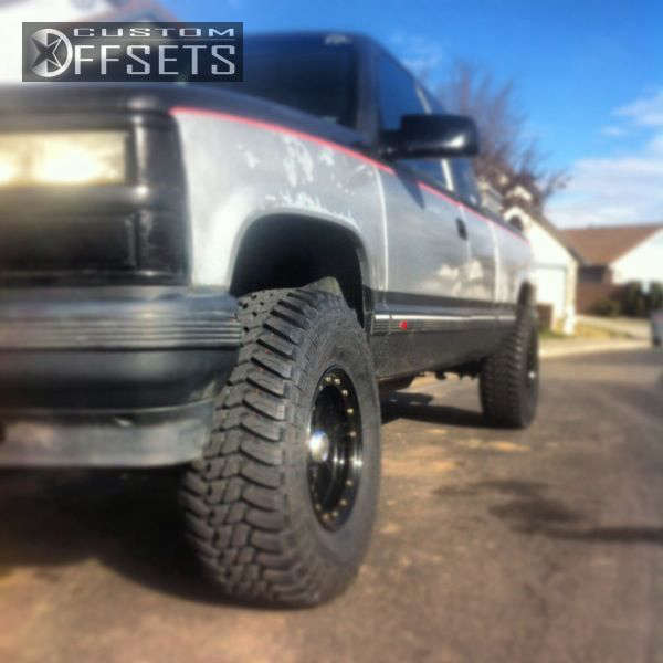 """1992 Chevrolet K2500 Tucked on 15x8 -19.05 offset Pro Comp N/A & 33""""x12.5"""" Thunder M/T on Leveling Kit - Custom Offsets Gallery"""