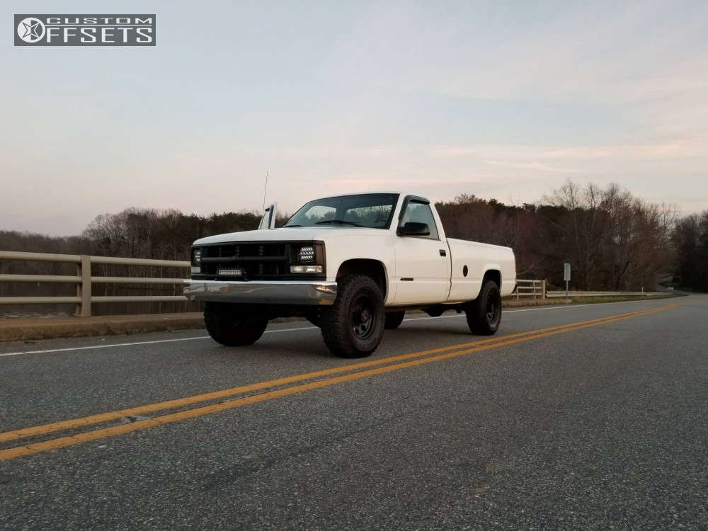 2000 Chevrolet C2500 Flush on 16x8 0 offset Pro Comp Series 69 & 285/75 Eldorado Mud Claw on Leveling Kit - Custom Offsets Gallery