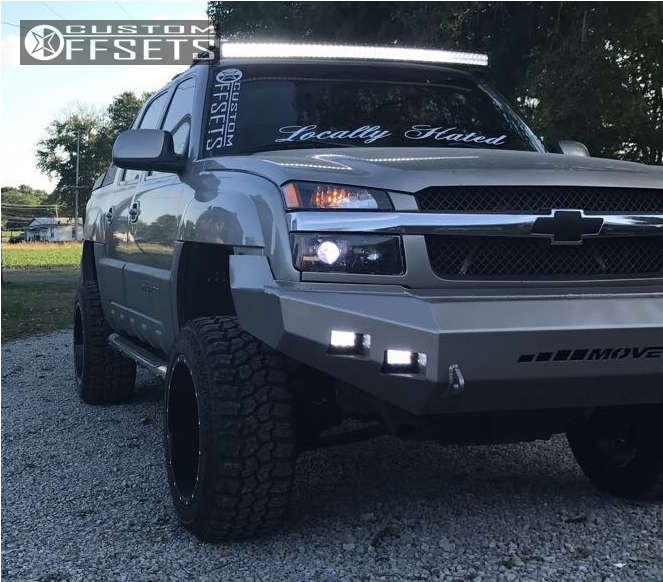 """2002 Chevrolet Avalanche Slightly Aggressive on 20x12 -44 offset Moto Metal Mo962 and 33""""x12.5"""" Mud Claw Extreme M/t on Leveling Kit & Body Lift - Custom Offsets Gallery"""