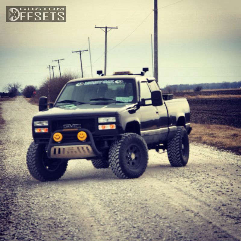 """1995 GMC Sierra 1500 Aggressive > 1"""" outside fender on 17x11.5 -6.35 offset Mb Wheels Offroad and 35""""x12.5"""" Toyo Tires Open Country M/T on Body Lift 3"""" - Custom Offsets Gallery"""