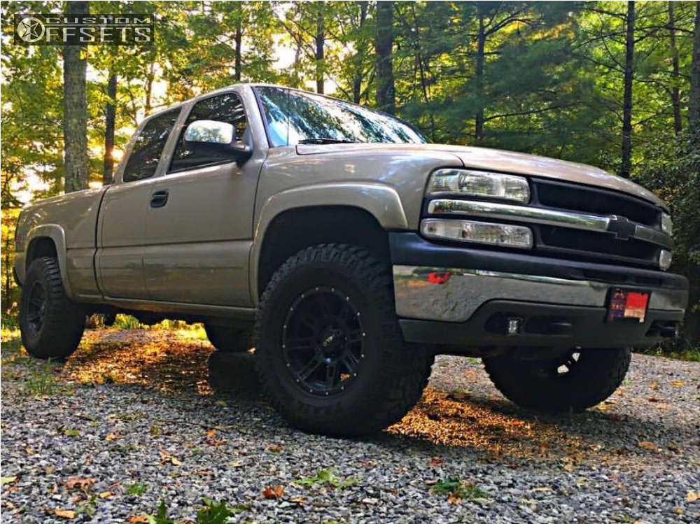 """2002 Chevrolet Silverado 1500 Aggressive > 1"""" outside fender on 17x9 -12 offset Helo He900 and 305/70 Kanati Trail Hog on Leveling Kit - Custom Offsets Gallery"""