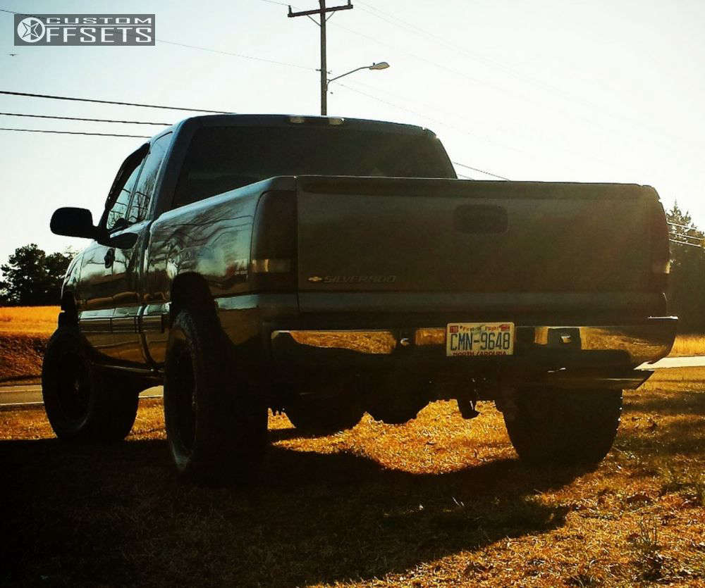 """2001 Chevrolet Silverado 1500 Aggressive > 1"""" outside fender on 18x9 -12 offset Dropstars 645b and 35""""x12.5"""" Federal Couragia Mt on Leveling Kit - Custom Offsets Gallery"""