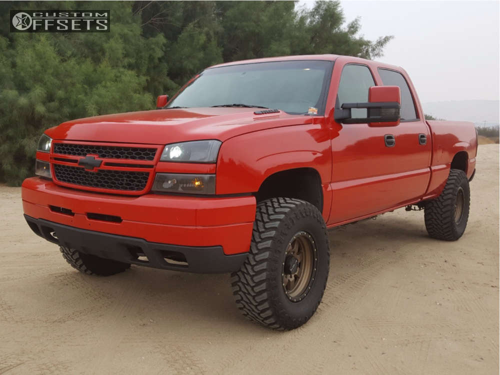 """2004 Chevrolet Silverado 2500 HD Classic Aggressive > 1"""" outside fender on 17x9 -12 offset Raceline Defender and 35""""x12.5"""" Atturo Trail Blade Mt on Leveling Kit - Custom Offsets Gallery"""