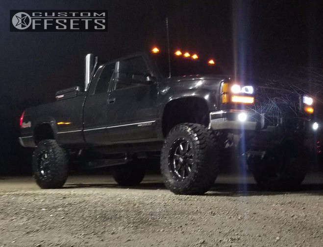 """1998 GMC K2500 Aggressive > 1"""" outside fender on 20x9 0 offset Moto Metal Mo962 and 37""""x13.5"""" Toyo Tires Open Country M/T on Suspension Lift 7"""" - Custom Offsets Gallery"""