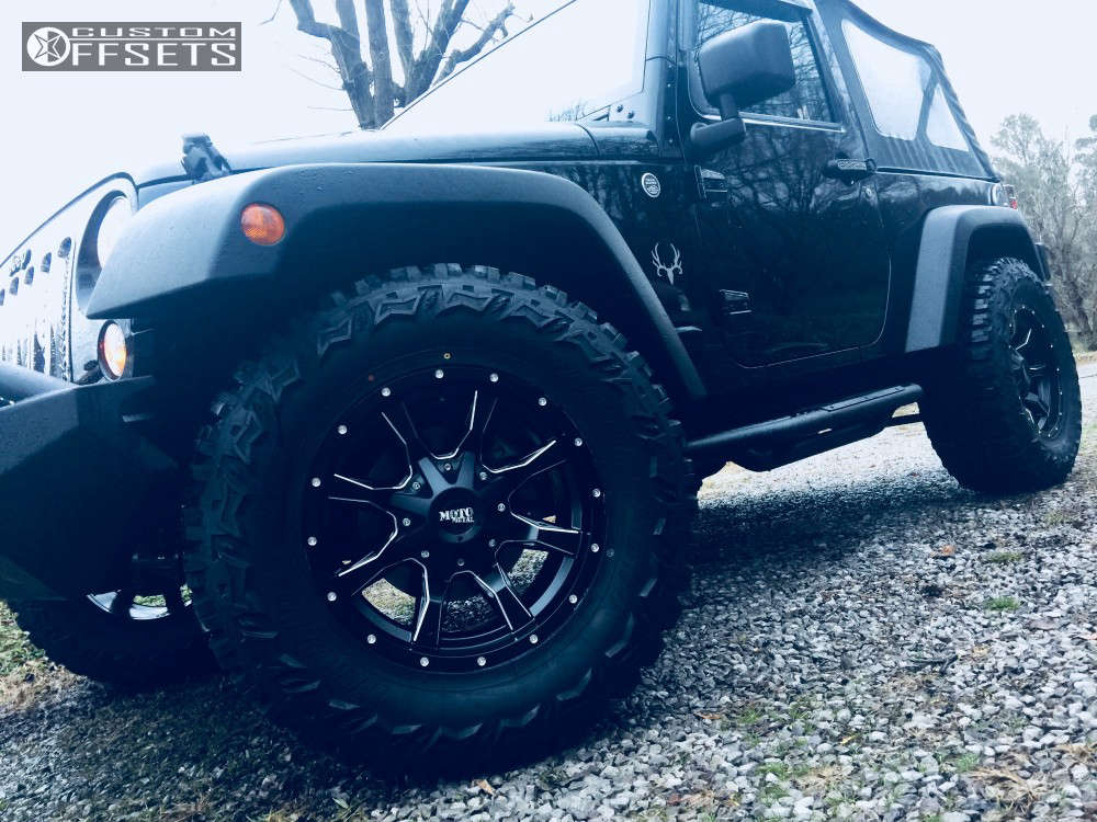 """2014 Jeep Wrangler Aggressive > 1"""" outside fender on 17x8 0 offset Moto Metal Mo970 and 33""""x12.5"""" Thunderer Trac Grip M/t on Leveling Kit - Custom Offsets Gallery"""