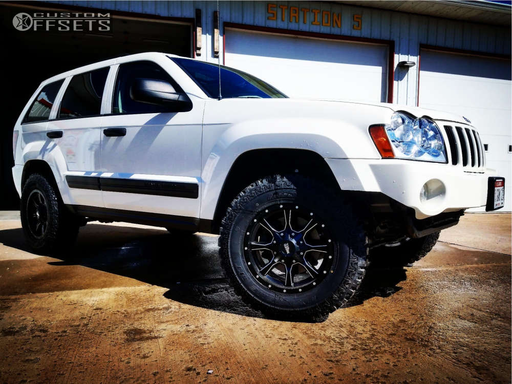 """2005 Jeep Grand Cherokee Aggressive > 1"""" outside fender on 17x8 0 offset Moto Metal Mo970 & 265/75 Eldorado Mud Claw Extreme on Suspension Lift 2.5"""" - Custom Offsets Gallery"""