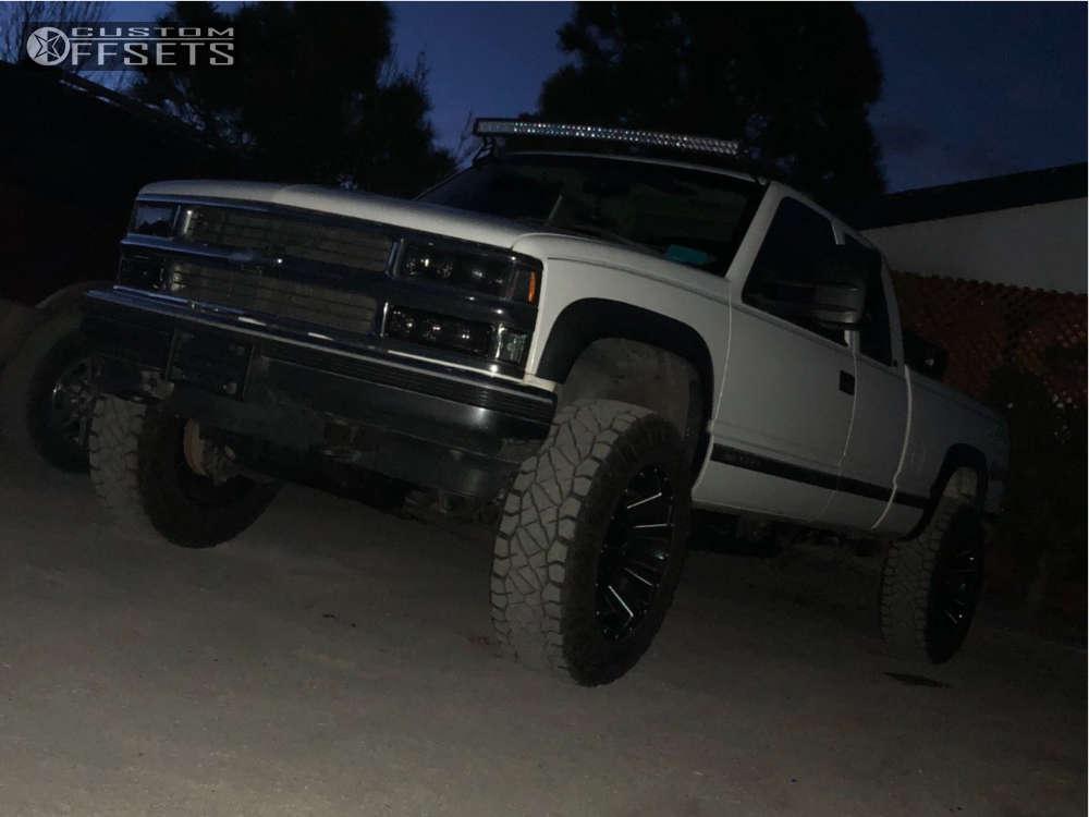 "1998 Chevrolet K2500 Aggressive > 1"" outside fender on 20x10 -18 offset Fuel Assault & 275/65 Nitto Ridge Grappler on Body Lift 3"" - Custom Offsets Gallery"
