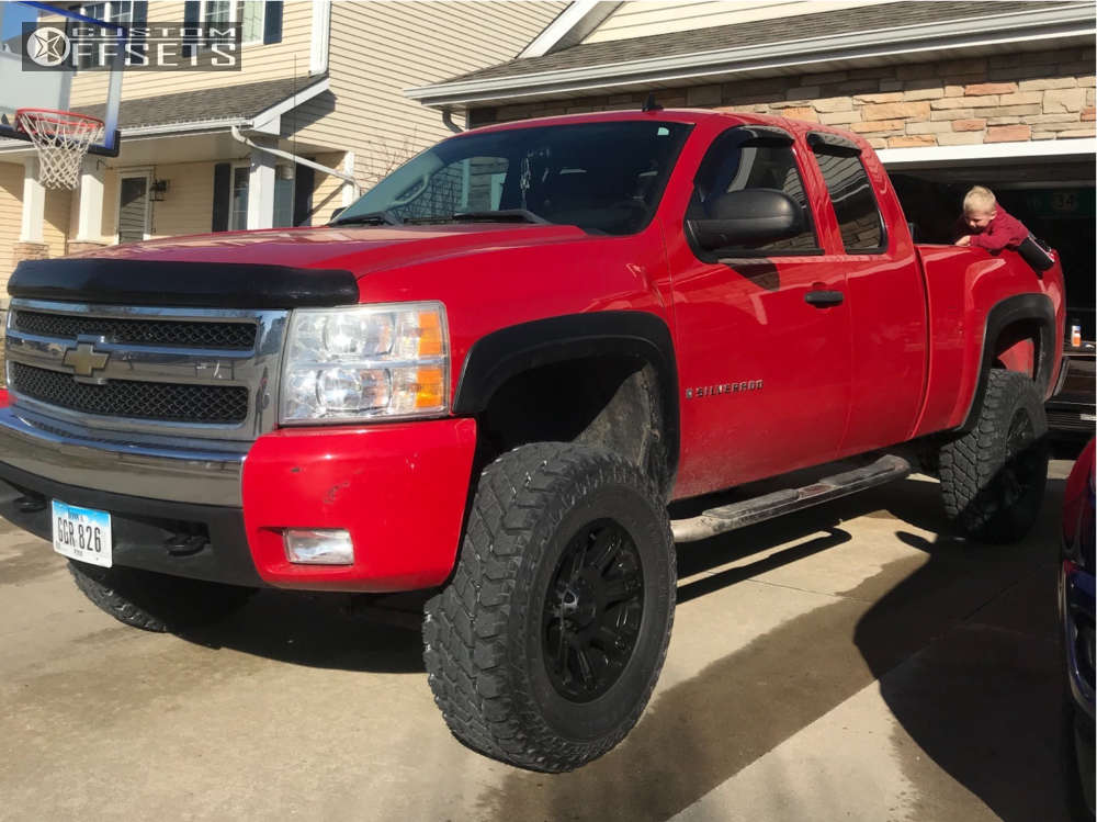 """2007 Chevrolet Silverado 1500 Aggressive > 1"""" outside fender on 18x9 0 offset Helo He904 & 295/70 Cooper Discoverer S/t Maxx on Suspension Lift 6.5"""" - Custom Offsets Gallery"""