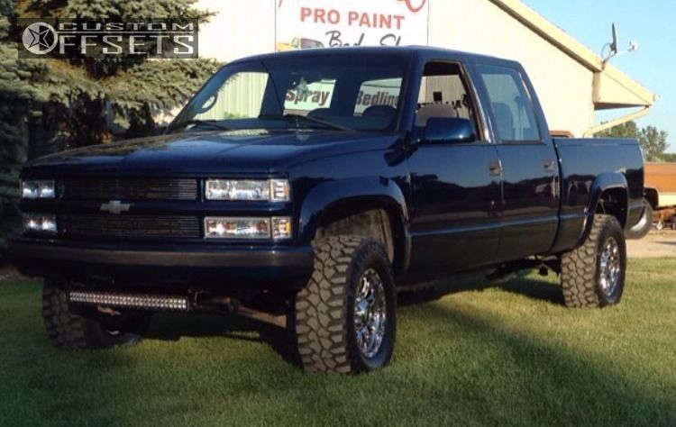 "2000 Chevrolet K2500 Aggressive > 1"" outside fender on 17x9 12 offset Ultra Predator & 305/65 Mickey Thompson Deegan 38 on Stock - Custom Offsets Gallery"