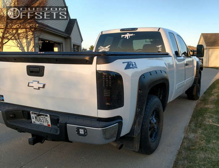 2013 Chevrolet Silverado 1500 Tucked on 17x9 -10 offset American Outlaw Deputy & 265/70 Nitto Terra Grappler G2 on Leveling Kit - Custom Offsets Gallery
