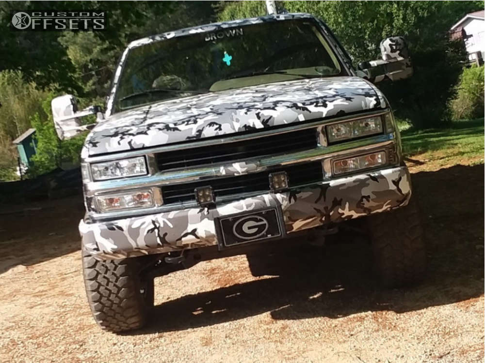 "1995 Chevrolet K1500 Aggressive > 1"" outside fender on 17x9 -12 offset Gear Off-Road Big Block & 285/70 Maxxis Buckshot on Leveling Kit - Custom Offsets Gallery"