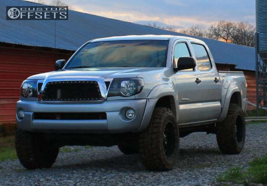 2010 Toyota Tacoma  on 18x10 -24 offset Moto Metal MO970 and 275/65 Federal Couragia MT on Leveling Kit - Custom Offsets Gallery