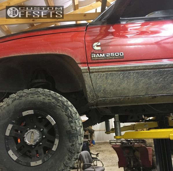 1997 Dodge Ram 2500 Nearly Flush on 16x9 -12 offset Moto Metal MO951 and 285/75 Mastercraft Courser MXT on Stock - Custom Offsets Gallery