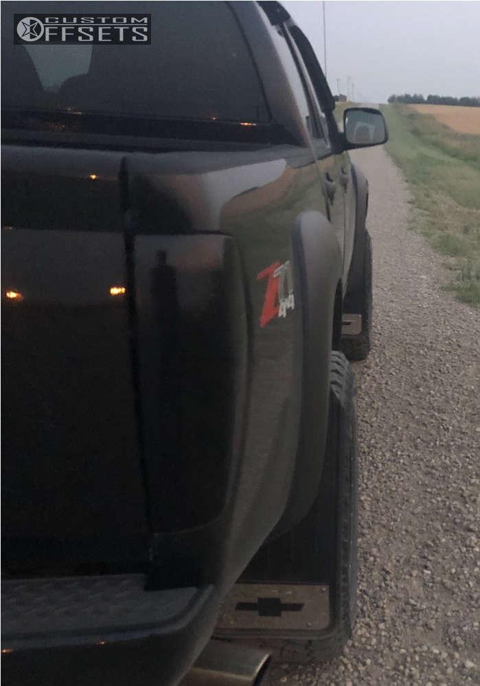 2006 Chevrolet Colorado HellaFlush on 18x9 -12 offset Fuel Krank & 275/65 Cooper Discoverer Stt Pro on Leveling Kit - Custom Offsets Gallery